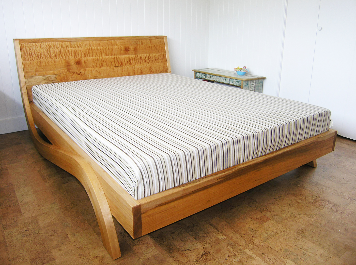 Antique bed frames vancouver brass bed frame 4 post bed for Beds vancouver